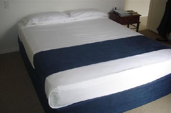 Glen Eden Beach Resort: Another main bedroom
