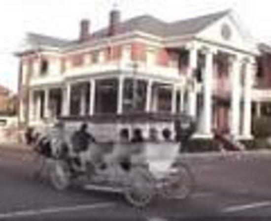 Eola Hotel: Natchez Guest House Thumbnail