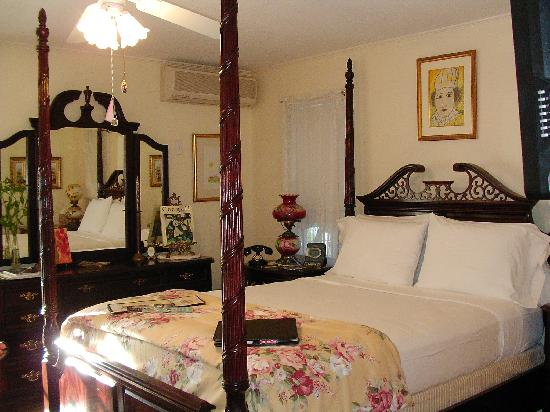 Sabal Palm House Bed and Breakfast Inn: Chagall Room - best bed ever!
