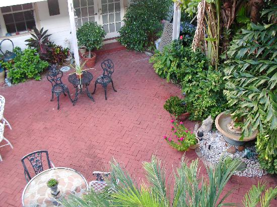 Sabal Palm House Bed and Breakfast Inn: Courtyard Garden view from room