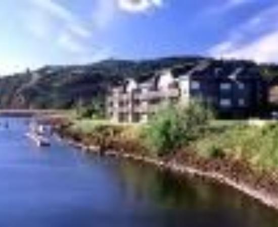 BEST WESTERN PLUS Hood River Inn: Best Western Hood River Inn Thumbnail