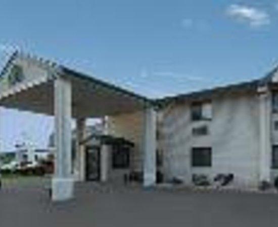 The Econo Lodge Milwaukee Airport Hotel Thumbnail