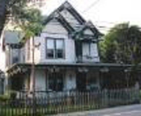 Hillsboro House Bed & Breakfast Thumbnail