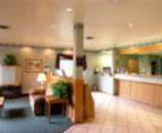 Americas Best Value Inn & Suites : The Western Mountain Lodge Thumbnail