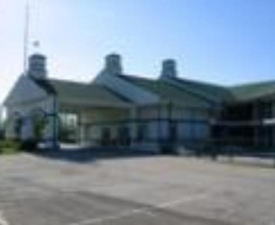 Foxborough Resort: Foxborough Inn & Suites Thumbnail