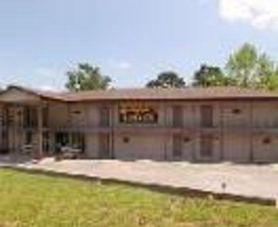 Compton Ridge Campground and Lodge : Compton Ridge Lodge Thumbnail