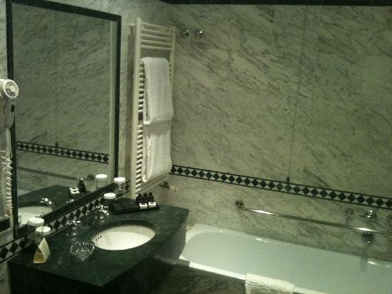 Hotel Brufani Palace: bagno