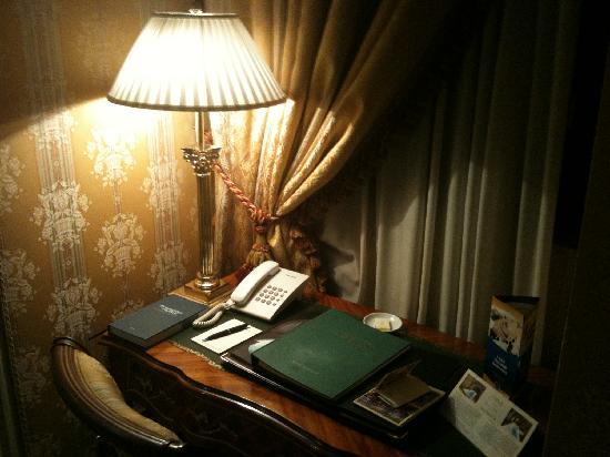 Hotel Brufani Palace: angolostudio in stanza