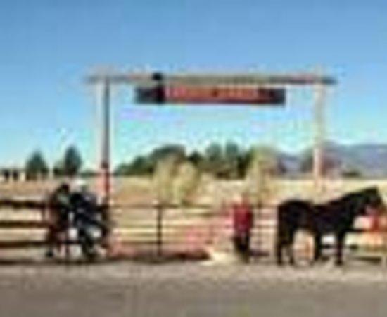 Xanadu Ranch GetAway / Private Guest Rooms / Guest Ranch & Horse Motel : Xanadu Ranch GetAway Guest Ranch / Hybrid B&B & Horse Motel Thumbnail