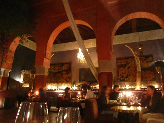 Narwama : 2nd bar area gives onto main room