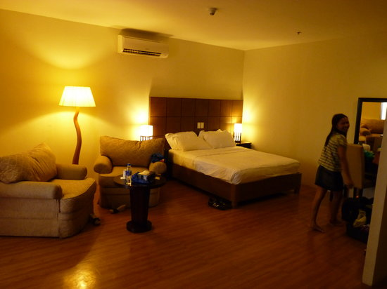 The Pinnacle Hotel and Suites : room