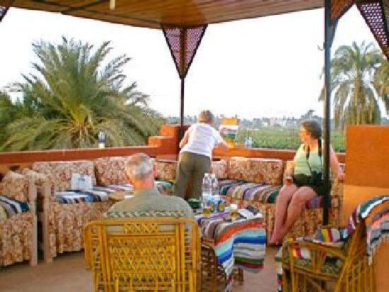 Villa al-diwan: al Diwan covered roof lounge