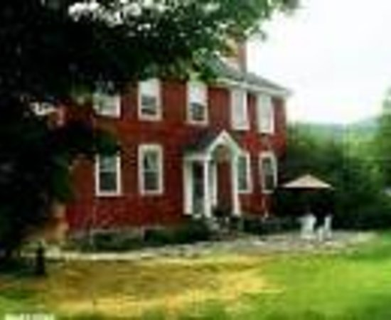Bennett's 1815 House 사진