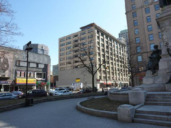 Le Square Phillips Hotel & Suites: Outside of Hotel