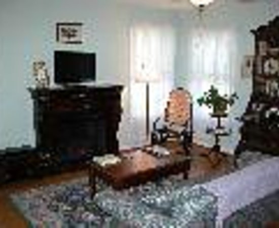 Lillie Marlene, A Fredericksburg, Texas Guesthouse Thumbnail