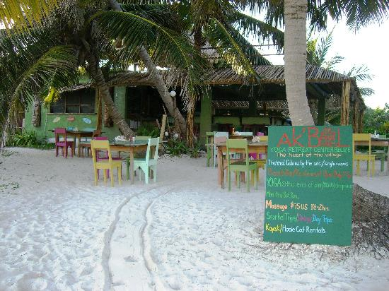 Ak'bol Yoga Retreat & Eco-Resort: Dine right on the beach w/a view