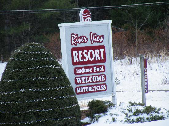 River View Resort: Front entry sign