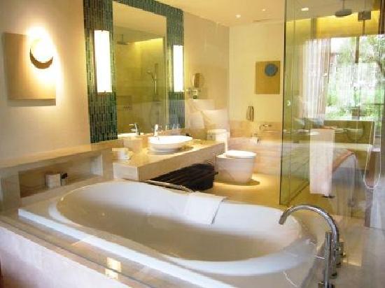 Renaissance Phuket Resort & Spa : お部屋のバスルーム