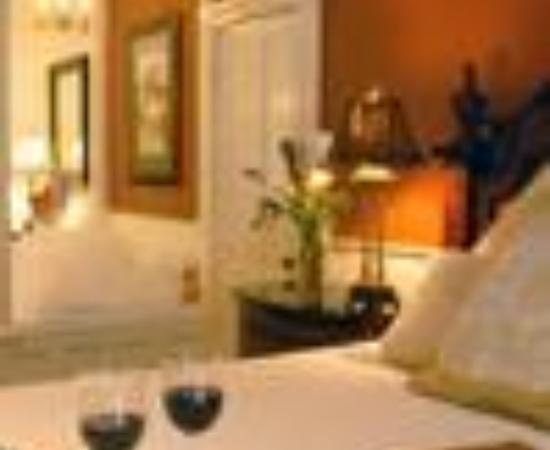 Azalea Inn & Villas: Azalea Inn & Gardens Thumbnail