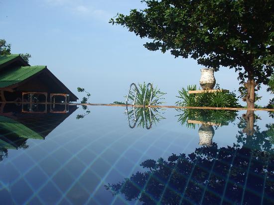 Lucky Resort: Infinity Pool