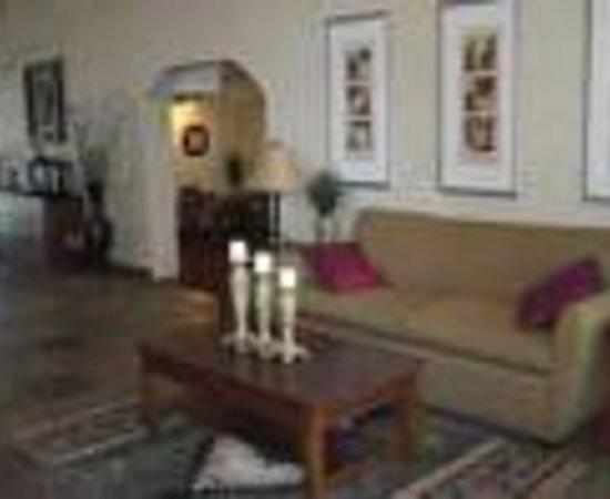 Ramada Tempe Near ASU: Quality Suites Tempe Thumbnail