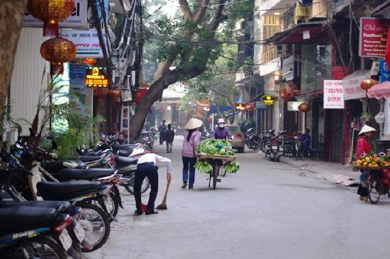 Hanoi Imperial Hotel: The street leading up to the Imperial Hotel
