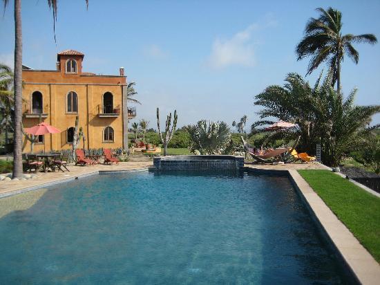 Villa Santa Cruz: relaxing by the beautiful pool