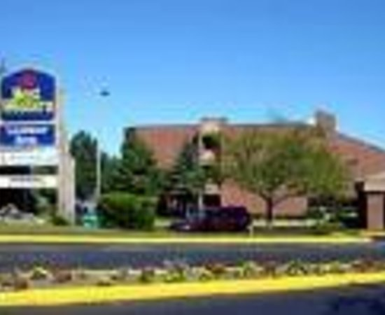 Baymont Inn & Suites Manitowoc Lakefront: Best Western Lakefront Hotel Thumbnail
