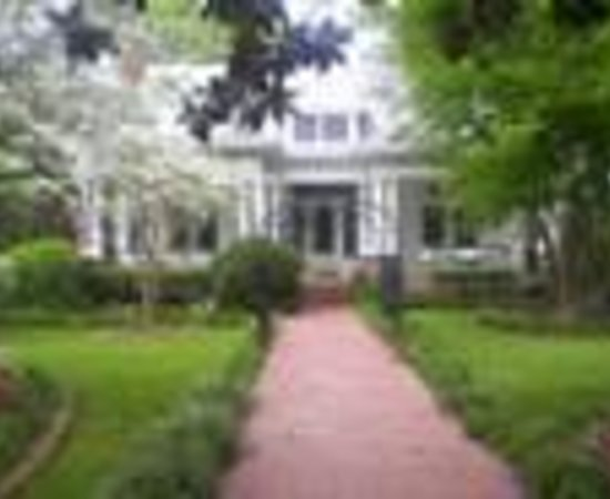 Southern Elegance Bed and Breakfast Thumbnail