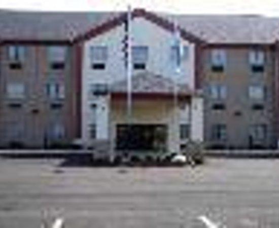 Broken Bow Hotel & Suites: HiWay Inn Express Broken Bow Thumbnail