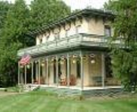 Mazomanie, WI: Walking Iron Bed and Breakfast Thumbnail
