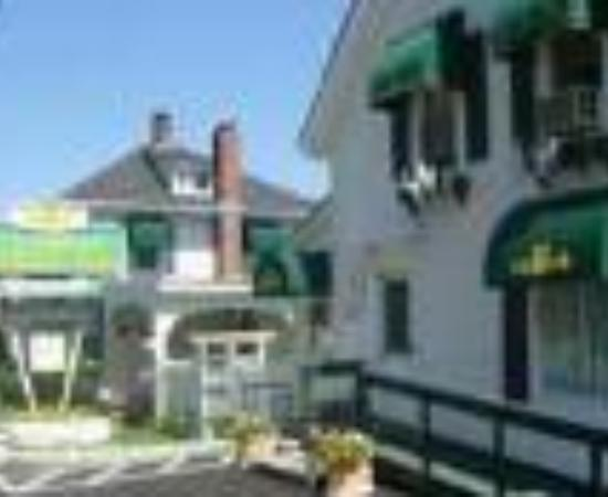 Claddagh Motel & Suites Thumbnail