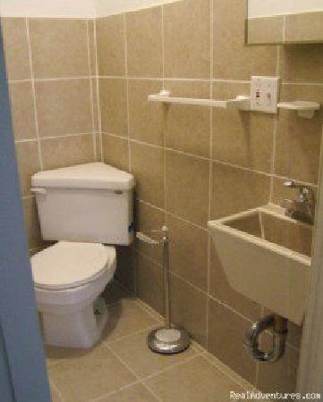 Financial District Hostel: bathroom