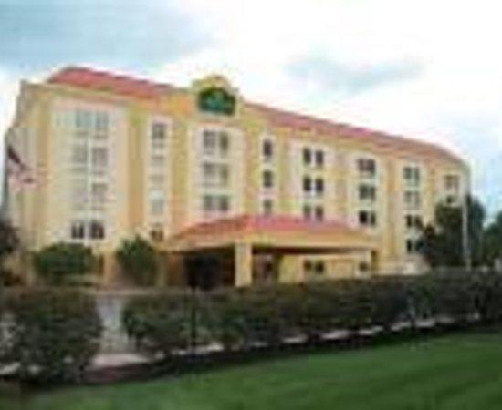 La Quinta Inn & Suites Cleveland Airport West Thumbnail