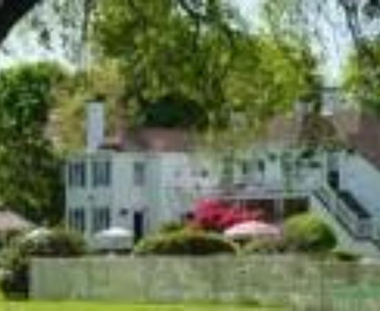 ShoreWay Acres Inn & Cape Cod Lodging: ShoreWay Acres Inn Thumbnail