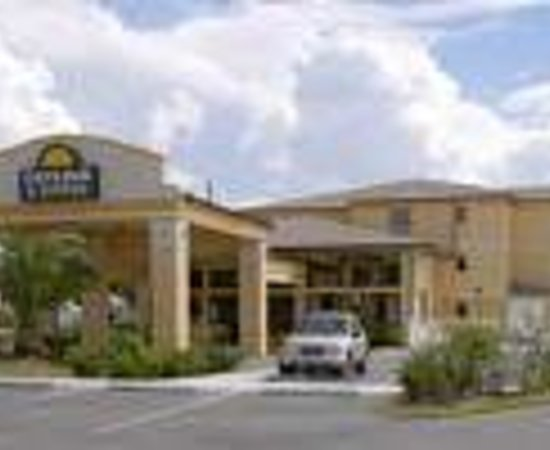Regency Inn and Suites: Comfort Inn & Suites Tavares/Mount Dora Thumbnail