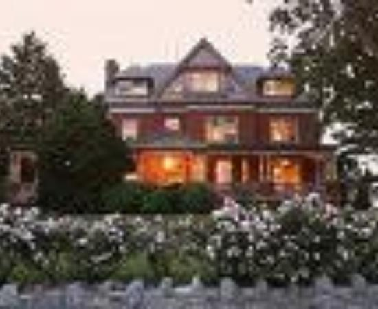 B.F. Hiestand House Bed & Breakfast Thumbnail