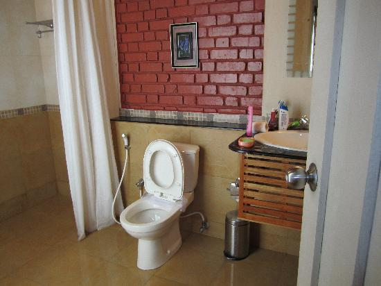 Ambady Estate: clean bathroom