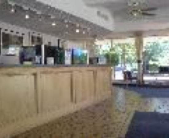 Budgetel River Inn Redding Hotel: Americas Best Inn Redding Thumbnail