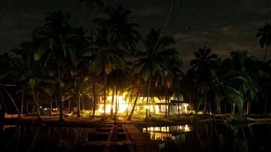 Kannur Beach House: @night