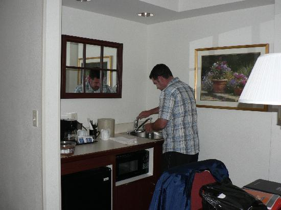 SpringHill Suites Los Angeles LAX/Manhattan Beach: COIN KITCHENETTE