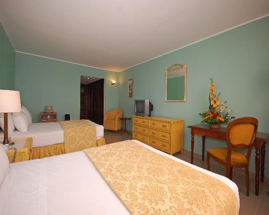 Clarion Hotel & Suites Curacao: SUITE BED ROOM