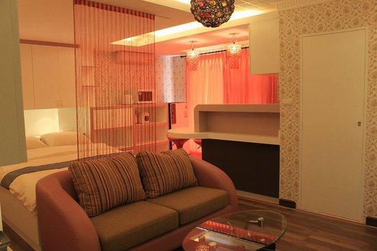 Bangkok Unique Serviced Apartment
