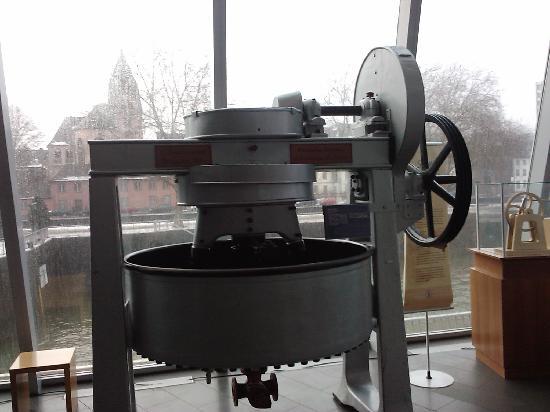 Schokoladenmuseum Köln: Old Chocolate Machine