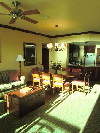 Marriott Ko Olina Beach Club: 1bed room以上の部屋の中はこんな感じ