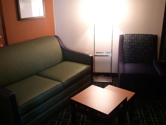Fairfield Inn & Suites San Antonio NE/Schertz: One view of sitting area in suite