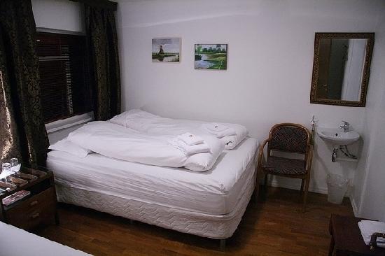 Husavik Guesthouse : Large room