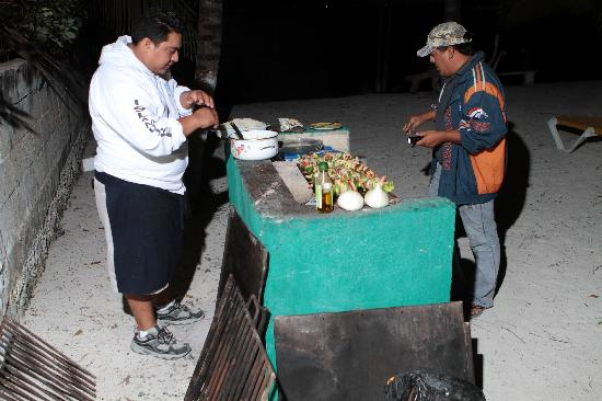 Playa Gaviota: A seafood dinner cooked by pros