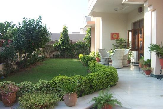 Genial Front Garden And Patio Of Jaipur Friendly Villa Guest House