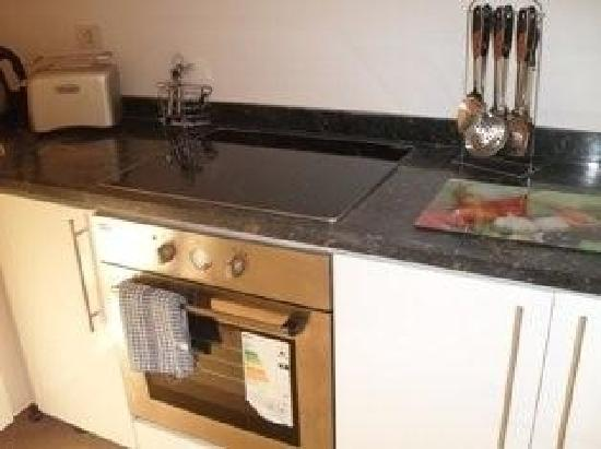 Pyramisa Sunset Pearl Apartments Hurghada: kitchen was fully equipped